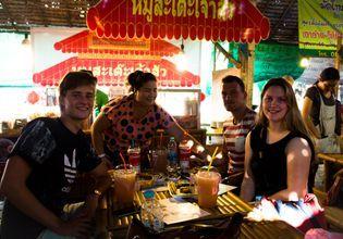 Lad mayom floating market