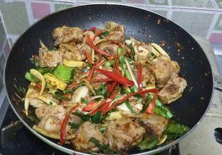 Si Krong Moo Pad Pring Khang