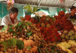 Lamphaya Floating Market: Shopping, Eating, and Boating nearby Bangkok