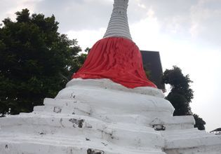 A leaning stupa, The iconic of Koh Kret