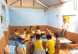Exchange cultures with Thai local children at The Weekend Learning Center