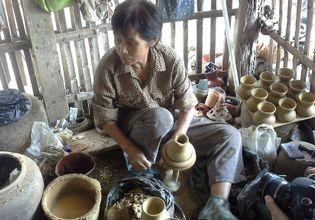 Learn Pottery & Wooden Handicraft D.I.Y. in Chiang Mai