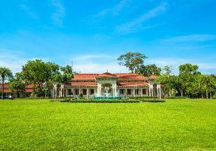Dusit Urban Zoo & Vimanmek Mansion
