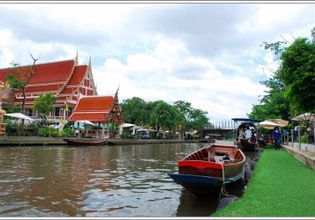 A time-twisted day in a vintage floating market of the eastern Bangkok