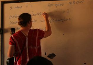 Be a Volunteer English Teacher for one day