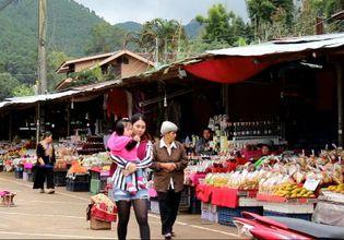 Visit Hmong hilltribe market.