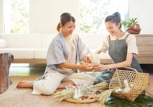 6 Hours Introduction to Thai Herbal Compress Making Class