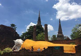 The sleeping Buddha at Wat Yai Chaimongkol