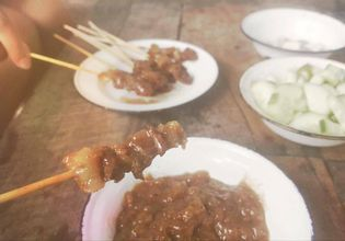 Beef satay with signature dipping