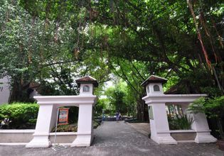 Deep Inside Bangkok (Take A Walk To Visit Local Lifestyle)