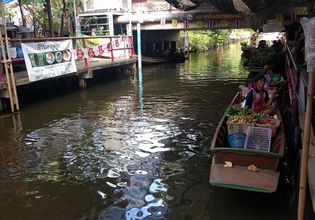 Enjoy The Khlong Lat Mayom Floating Market With a One-Day Tour