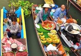 [Joined Tour] Travel From Bangkok and See The Damnoen saduak Floating Market + Train Market