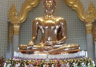 Golden statue of Buddha, Wat Trimitr