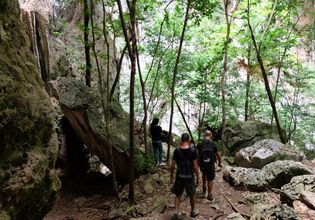 Hiking to Praya Nakorn Cave