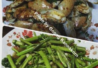 Top-stir fried clams with chili jam. Bottom-Stir fried water minosa with fresh garlic and oyster sauce
