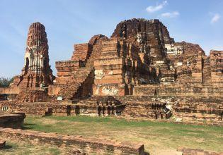 The ruins at Wat Mahathat