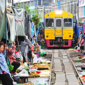 Maeklong Railway Market (Umbrella Market)