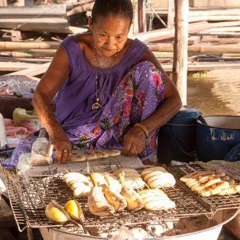 Ayothaya Floating Market (ตลาดน้ำอโยธยา)
