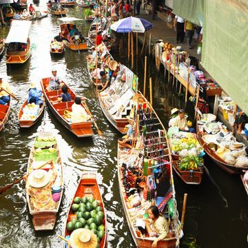 Live and learn at the famous Floating Market & Thai Culture Life Style Museum