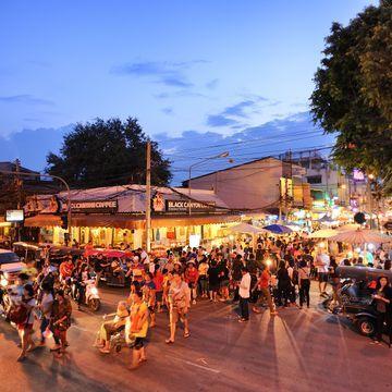 [CNX101] Chiang Mai Street Food | Evening Walking Tour