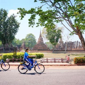 Sukhothai Historical Park Bike Tour & Fun Crafting Workshop
