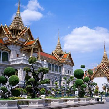Tour Around The Grand Palace With Real Local