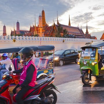 Touring Bangkok with Tuk Tuk Fun Ride!
