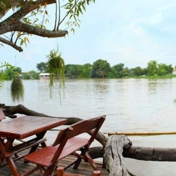 Explore The River By  Boat to The Ancient City of Ayutthaya
