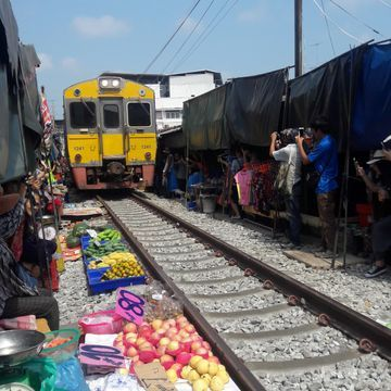 [Joined Tour] Bangkok – Ampawa Floating Market & Firefly  Talad Rom – Hoob or Train Market (Only Fri-Sat-Sun)