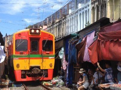 Railway Market(Talad Rom Hup)