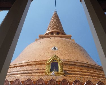 A Summer Residence of King Rama VI & The Biggest Stupa of Thailand