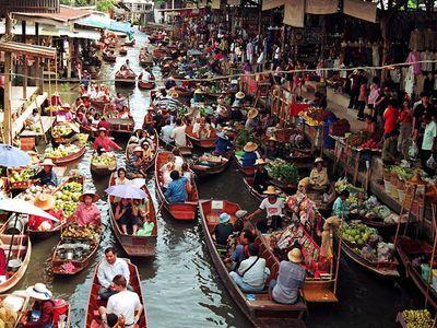 Damnoen Saduak Floating Market, Umbrella Market (Maeklong Railway Market) and Boat Ride to Temple in the Tree!