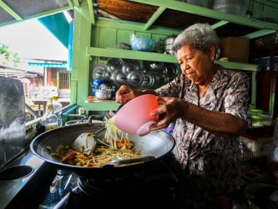 Learn how to cook Pad Thai with my grandma