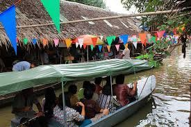 Enjoy riding along the canal to see local people's life.