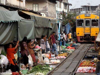 Rom Hub market