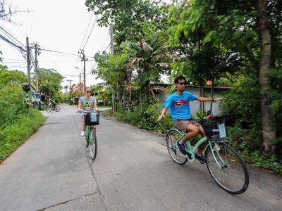 See the Green Corner of Bangkok on Bike