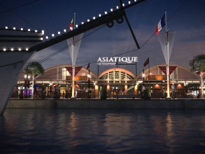 Have a magnificent dinner at Asiatique the river front