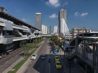 Krung Thon Buri BTS Station view