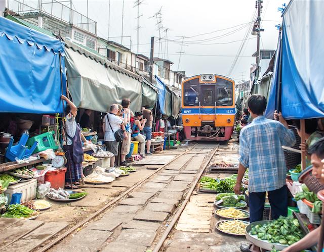 Damnoen Saduak Floating Market - Maeklong Railway Market
