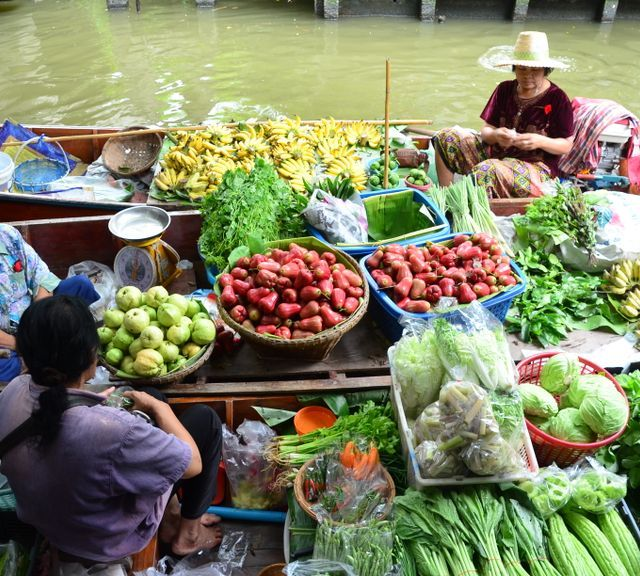 Khlong Lat Mayom Floating Market Tour with Local Lunch