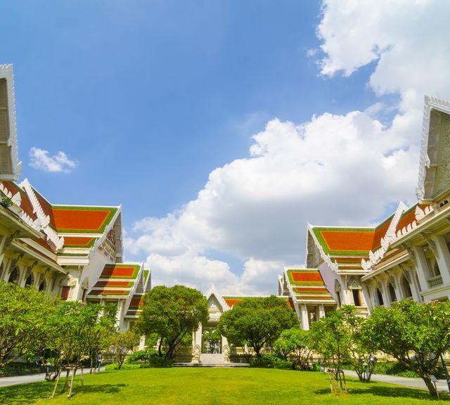 Uni Campus Tour in Bangkok's CBD & Enjoy Art and Cafe!