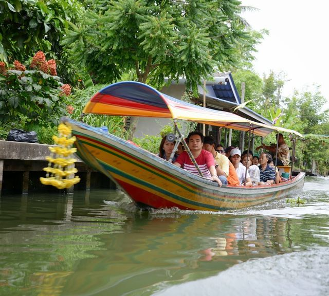 Get Enchanted by Khlong Lat Mayom Floating Market and Thai Puppet Performance