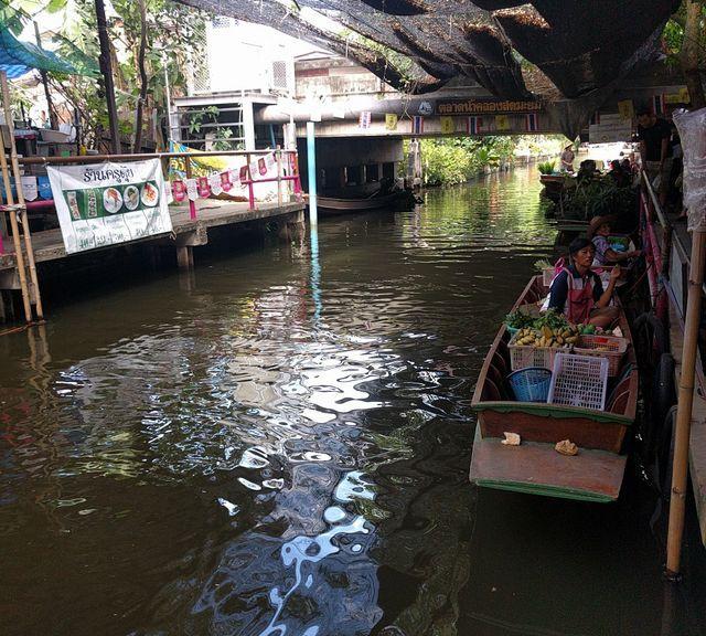 Explore the Klong Lat Mayom Floating Market