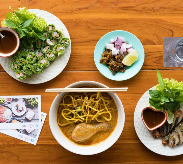 Yin and Yang: White Temple, Blue Temple, Black House, Lotus Temple and Best Khao Soi