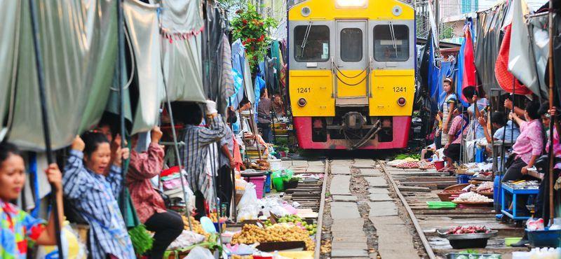 Explore Fresh Market, Floating Market & Local Temples